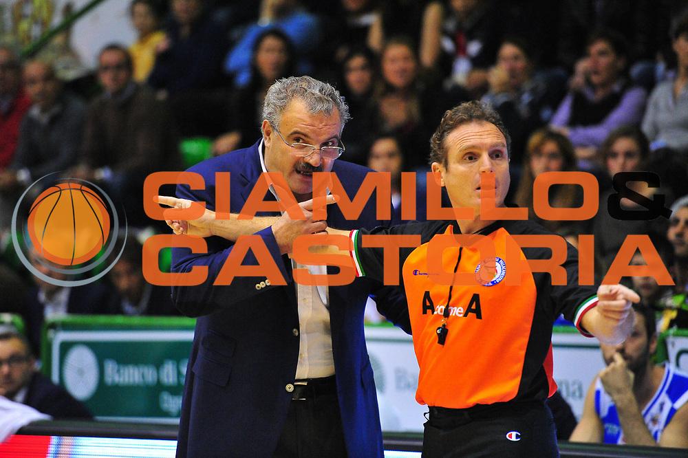 DESCRIZIONE : Sassari Lega A 2012-13 Dinamo Sassari - Trenkwalder Reggio Emilia<br /> GIOCATORE :Meo Sacchetti<br /> CATEGORIA :Coach<br /> SQUADRA : Dinamo Sassari<br /> EVENTO : Campionato Lega A 2012-2013 <br /> GARA : Dinamo Sassari - Trenkwalder Reggio Emilia<br /> DATA : 09/12/2012<br /> SPORT : Pallacanestro <br /> AUTORE : Agenzia Ciamillo-Castoria/M.Turrini<br /> Galleria : Lega Basket A 2012-2013  <br /> Fotonotizia : Sassari Lega A 2012-13 Dinamo Sassari - Trenkwalder Reggio Emilia<br /> Predefinita :