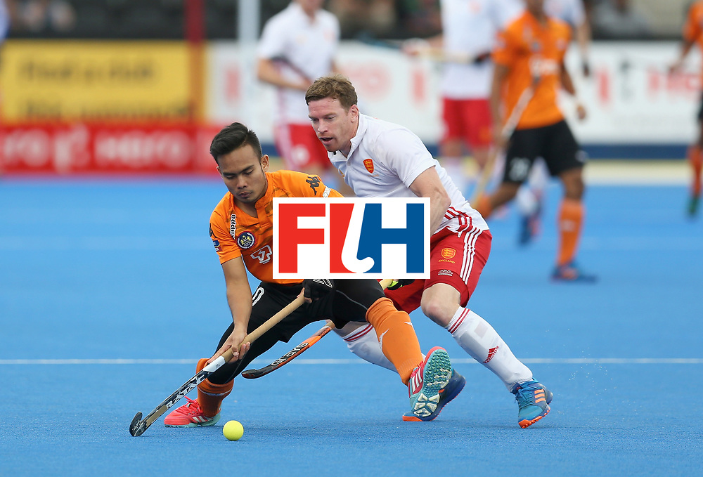LONDON, ENGLAND - JUNE 25: Azuan Hasan of Malaysia and Michael Hoare of England battle for possession during the 3rd/4th place match between Malaysia and England on day nine of the Hero Hockey World League Semi-Final at Lee Valley Hockey and Tennis Centre on June 25, 2017 in London, England. (Photo by Steve Bardens/Getty Images)