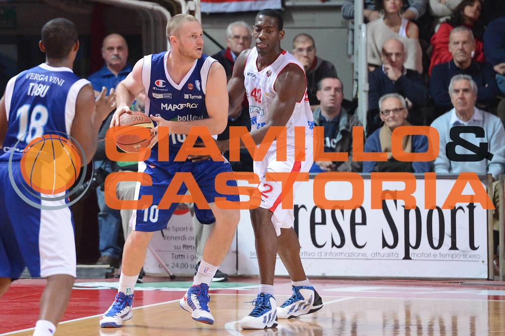 DESCRIZIONE : Varese Lega A 2012-13 Cimberio Varese cheBolletta Cantu<br /> GIOCATORE : Leunen Maarten<br /> CATEGORIA : palleggio controcampo<br /> SQUADRA : cheBolletta Cantu<br /> EVENTO : Campionato Lega A 2012-2013<br /> GARA : Cimberio Varese cheBolletta Cantu<br /> DATA : 29/10/2012<br /> SPORT : Pallacanestro <br /> AUTORE : Agenzia Ciamillo-Castoria/GiulioCiamillo<br /> Galleria : Lega Basket A 2012-2013  <br /> Fotonotizia : Varese Lega A 2012-13 Cimberio Varese cheBolletta Cantu<br /> Predefinita :