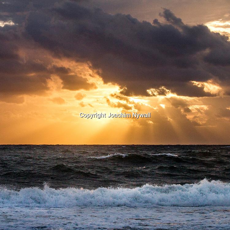 20151122 Fort Lauderdale  Florida USA <br /> Soluppg&aring;ng &ouml;ver Atlanten vid<br /> FT Lauderdale beach<br /> <br /> FOTO : JOACHIM NYWALL KOD 0708840825_1<br /> COPYRIGHT JOACHIM NYWALL<br /> <br /> ***BETALBILD***<br /> Redovisas till <br /> NYWALL MEDIA AB<br /> Strandgatan 30<br /> 461 31 Trollh&auml;ttan<br /> Prislista enl BLF , om inget annat avtalas.
