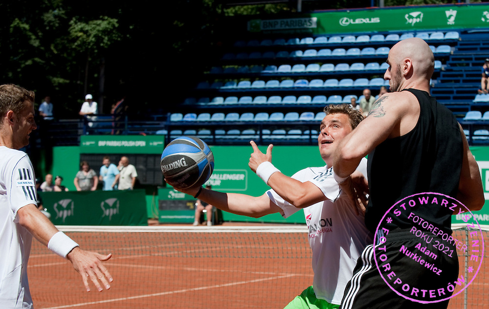 (L) MARIUSZ FYRSTENBERG & (C) MARCIN MATKOWSKI & (R) MARCIN GORTAT WHILE EXHIBITION BAKETBALL MATCH DURING DAY 5 OF THE MEN'S SINGLES TOURNAMENT BNP PARIBAS POLISH OPEN AT TENNIS CLUB IN SOPOT, POLAND...POLAND, SOPOT , JULY 15, 2011..( PHOTO BY ADAM NURKIEWICZ / MEDIASPORT )..PICTURE ALSO AVAIBLE IN RAW OR TIFF FORMAT ON SPECIAL REQUEST.