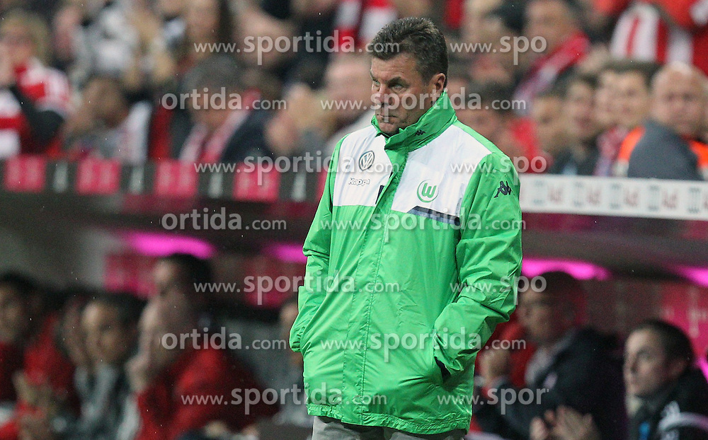 22.09.2015, Allianz Arena, Muenchen, GER, 1. FBL, FC Bayern Muenchen vs VfL Wolfsburg, 6. Runde, im Bild enttaeuschung bei Chef-Trainer Dieter Hecking (VfL Wolfsburg) // during the German Bundesliga 6th round match between FC Bayern Munich and VfL Wolfsburg at the Allianz Arena in Muenchen, Germany on 2015/09/22. EXPA Pictures &copy; 2015, PhotoCredit: EXPA/ Eibner-Pressefoto/ Kolbert<br /> <br /> *****ATTENTION - OUT of GER*****
