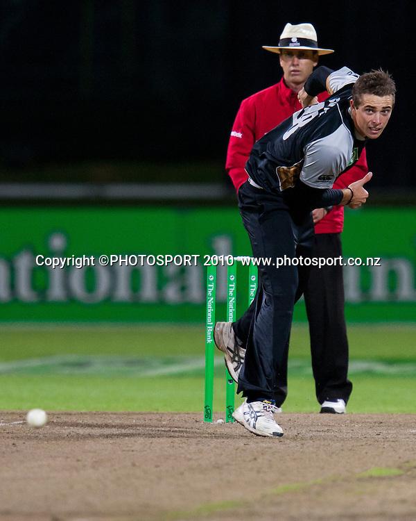 Tim Southee bowls during New Zealand Black Caps v Pakistan, Match 2, won by NZ by 39 runs. Twenty 20 Cricket match at Seddon Park, Hamilton, New Zealand. Tuesday 28 December 2010. . Photo: Stephen Barker/PHOTOSPORT