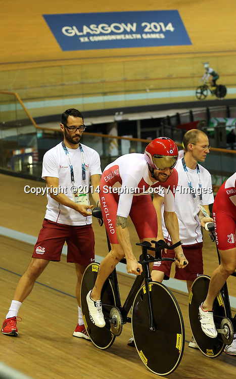 Image Licensed to i-Images Picture Agency. 22/07/2014. Glasgow, United Kingdom. Sir Bradley Wiggins in training at the velodrome in Glasgow on the eve of the Commonwealth Games opening ceremony after saying he is only going to compete in the team pursuit  at the  Games.  Picture by Stephen Lock / i-Images