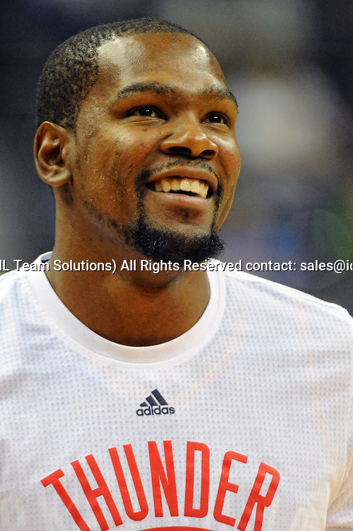 10 November 2015:  Oklahoma City Thunder forward Kevin Durant (35) warms up at the Verizon Center in Washington, D.C. where the Oklahoma City Thunder defeated the Washington Wizards, 125-101. (Photograph by Icon Sportswire)