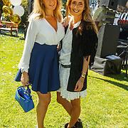 NLD/Amserdam/20150604 - Uitreiking Talkies Terras Award 2015 en onthulling cover, Dani Bles en zus Chantal bles