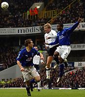 Fotball - Premier League - 12.01.2003<br /> Tottenham v Everton<br /> Steffen Iversen - Spurs<br /> Joseph Yobo - Everton<br /> Foto: Javier Garcia, Digitalsport