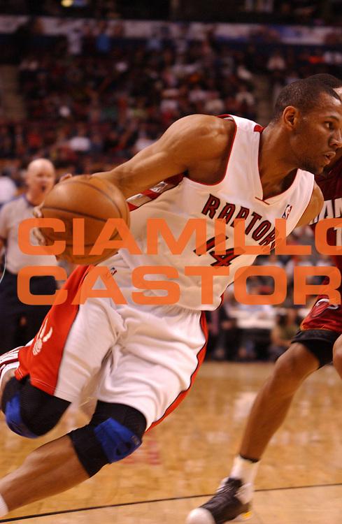 DESCRIZIONE : Toronto Campionato NBA 2007-2008 Toronto Raptors Miami Heat<br /> GIOCATORE : Joey Graham<br /> SQUADRA : Toronto Raptors Miami Heat<br /> EVENTO : Campionato NBA 2007-2008 <br /> GARA : Toronto Raptors Miami Heat<br /> DATA : 19/03/2008 <br /> CATEGORIA :<br /> SPORT : Pallacanestro <br /> AUTORE : Agenzia Ciamillo-Castoria/V.Keslassy<br /> Galleria : NBA 2007-2008 <br /> Fotonotizia : Toronto Campionato NBA 2007-2008 Toronto Raptors Miami Heat<br /> Predefinita :