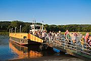 Fähre auf der Elbe, Pillnitz, Dresden, Sachsen, Deutschland.|.ferry on river Elbe, Pillinitz, Dresden, Germany