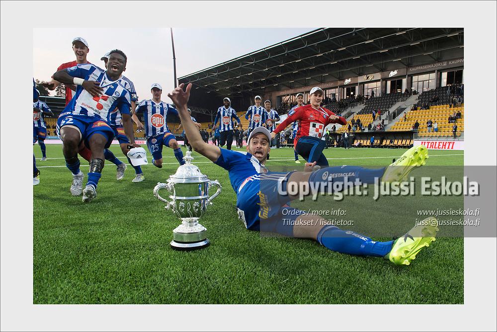 HJK captain Rafinha celebrates Finnish Cup victory. SJK - HJK, Seinäjoki, September 23, 2017.