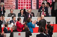 19 MAR 2017, BERLIN/GERMANY:<br /> Martin Schulz (M), SPD Parteivorsitzender, nach seinr Wahl zum Spitzenkandidat der Bundestagswahl, a.o. Bundesparteitag, Arena Berlin<br /> IMAGE: 20170319-01-095<br /> KEYWORDS: party congress, social democratic party, candidate, applaus, applause, klatschen, Jubel