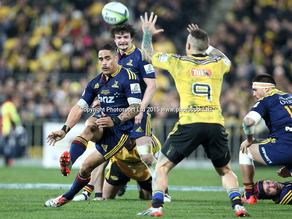 Highlanders' Aaron Smith chip kicks ahead over Hurricanes' TJ Perenara during the Super Rugby Final, Hurricanes v Highlanders. Westpac Stadium, Wellington, New Zealand. 4 July 2015. Copyright Photo.: Grant Down / www.photosport.nz