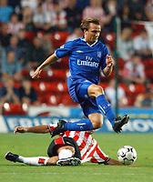 Fotball. Premier League. 28.02.2002.<br /> Southampton v Chelsea<br /> Boudewijn Zenden, Chelsea.<br /> Paul Telfer, Southampton<br /> Foto: Matthew Impey, Digitalsport