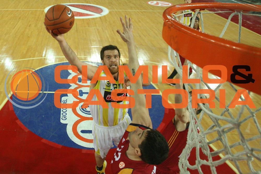 DESCRIZIONE : Roma Eurolega 2007-08 Lottomatica Virtus Roma Fenerbahce Ulker Istanbul <br /> GIOCATORE : Oguz Savas <br /> SQUADRA : Fenerbahce Ulker Istanbul <br /> EVENTO : Eurolega 2007-2008 <br /> GARA : Lottomatica Virtus Roma Fenerbahce Ulker Istanbul <br /> DATA : 03/01/2008 <br /> CATEGORIA : Special Tiro <br /> SPORT : Pallacanestro <br /> AUTORE : Agenzia Ciamillo-Castoria/G.Ciamillo <br /> Galleria : Eurolega 2007-2008 <br />Fotonotizia : Roma Eurolega 2007-2008 Lottomatica Virtus Roma Fenerbahce Ulker Istanbul <br />Predefinita :