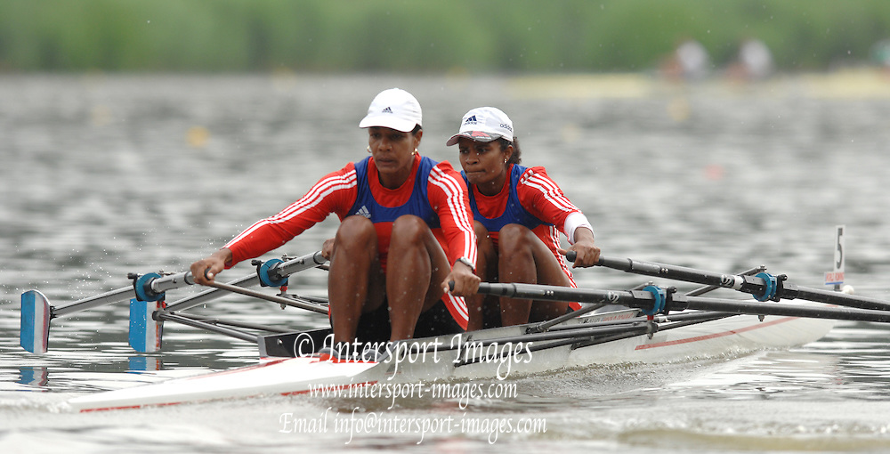 Amsterdam, HOLLAND, CUB W2X , bow Yurisneidy TORRES and Maira GONZALEZ BORROTO,  move away from the start,  at the 2007 FISA World Cup Rd 2 at the Bosbaan Regatta Rowing Course. [Date] [Mandatory Credit: Peter Spurrier/Intersport-images]..... , Rowing Course: Bosbaan Rowing Course, Amsterdam, NETHERLANDS