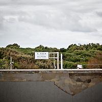 """Vista del paesaggio circostate la strada statale sul restro dei locali al primo piano dell'ex centro di permanenza temporanea """"Casa Regina Pacis"""" a San foca (LE) ormai in disuso. 21/02/2010 (PH Gabriele Spedicato)..I Centri di permanenza temporanea (CPT), ora denominati Centri di identificazione ed espulsione (CIE), sono strutture istituite in ottemperanza a quanto disposto all'articolo 12 della legge Turco-Napolitano (L. 40/1998) per ospitare gli stranieri """"sottoposti a provvedimenti di espulsione e o di respingimento con accompagnamento coattivo alla frontiera"""" nel caso in cui il provvedimento non sia immediatamenti eseguibile."""