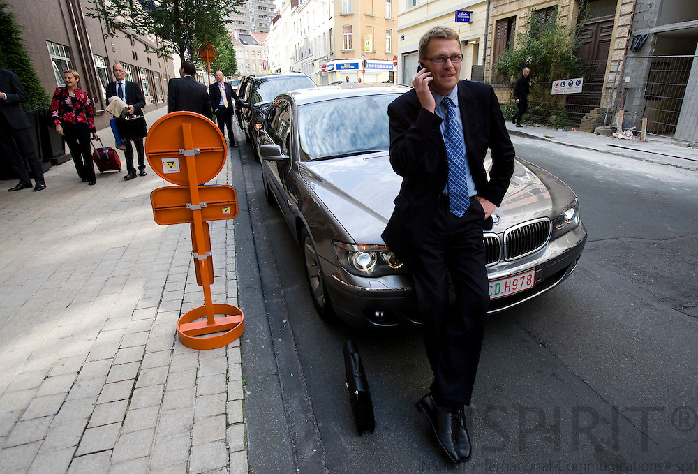 BRUSSELS - BELGIUM - 17 JUNE 2009 -- The Finnish Prime Minister Matti VANHANEN after arriving at Hotel Renaissance in Brussels the evening before the EU-Summit.  Photo: Erik Luntang