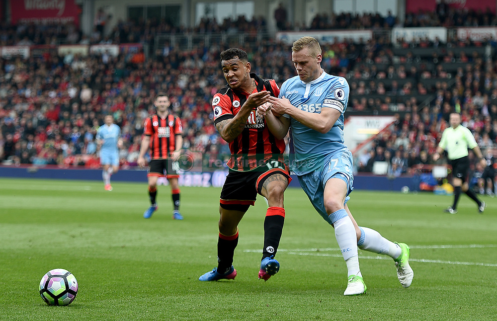 AFC Bournemouth's Joshua King (left) and Stoke City's Ryan Shawcross (right) battle for the ball