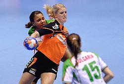 07-10-2015 NED: Kwalificatie EK 2016 Nederland - Bulgarije, Rotterdam<br /> In de Rotterdamse Topsporthal speelt het Nederlands handbalteam vrouwen tegen Bulgarije / Nycke Groot #8 wordt hardhandig tegengehouden door de Bulgaarse Elizabeth Omoregie