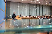 14 OCT 2014, BERLIN/GERMANY:<br /> Joachim Gauck, Bundespraesident, haelt eine Rede, Abendveranstaltung anl. des 65. Jahrestages des Bestehens der Bundespressekonferenz<br /> IMAGE: 20141014-01-009<br /> KEYWORDS: Geburtstag, Jubiläum, Jubilaeum, BPK