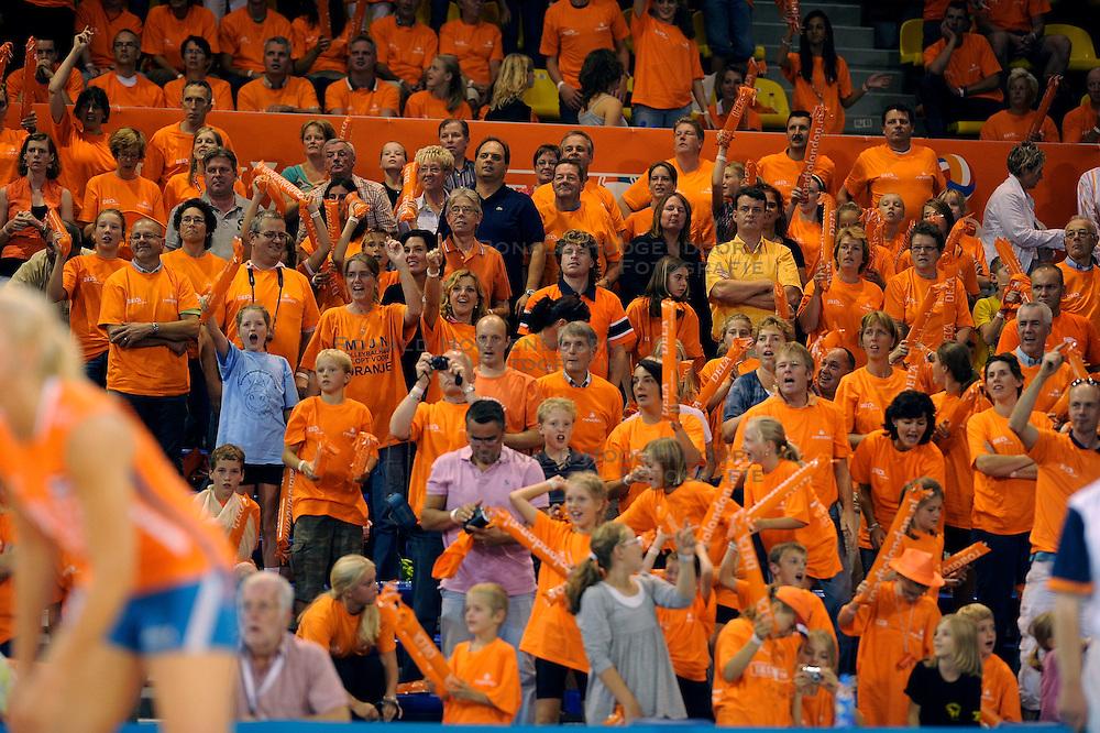19-09-2009 VOLLEYBAL: DELA TROPHY NEDERLAND - TURKIJE: EINDHOVEN<br /> Nederland wint vrij eenvoudig van Turkije met 3-0 / Oranje support publiek<br /> &copy;2009-WWW.FOTOHOOGENDOORN.NL