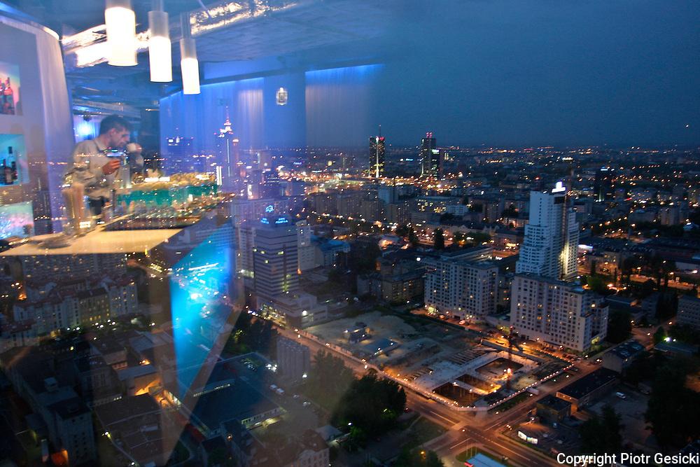 Warszawa widok na miasto wieczorem z okna biurowca przy ul Chlodnej.21-05-2004.Fot Piotr Gesicki/Forum