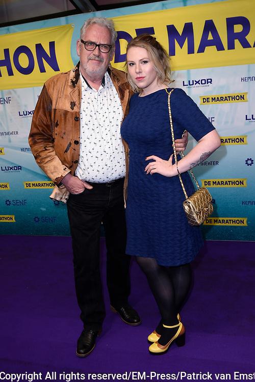 Premiere van de musical De Marathon in het nieuwe Luxor Theater, Rotterdam.<br /> <br /> Op de foto:  Ernst Daniel Smid met zijn dochter Coosje Smid