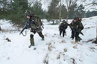 23 FEB 2013, LETZLINGEN/GERMANY:<br /> Panzergrenadiere des Panzergrenadierbattalions 212 mit AGDUS, Ausbildungsgeraet Duellsimulator, waehrend einer Gefechtsuebung im abgesessenen Kampf im Winter, Gefechtsuebungszentrum Heer, Truppenuebungsplatz Altmark<br /> IMAGE: 20130223-01-054<br /> KEYWORDS: Gefechtsübung, Schnee, Gefechtsübungszentrum, Bundeswehr, Heer, Armee, Soldat, Soldaten, Militaer, Militär