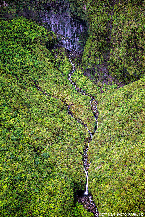 Waialeale waterfall, with weeping wall,Kauai, Hawaii