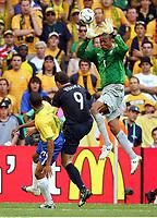 v.l. Silva Gilberto, Mark Viduka, Torwart Dida Brasilien<br /> Fussball WM 2006 Brasilien - Australien 2:0<br /> Brasil - Australia<br /> Norway only