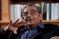 31 MAY 2010, BERLIN/GERMANY:<br /> Jagdish Natwarlal Bhagwati, indischer Oekonom und Professor fuer Politik und Wirtschaft an der Columbia University, waehrend einem Interview, Bibiothek der American Academy<br /> IMAGE: 20100531-02-050<br /> KEYWORDS: Jagdish Bhagwati, Ökonom