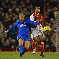 Fotball<br /> Premier League England 2004/2005<br /> Foto: BPI/Digitalsport<br /> NORWAY ONLY<br /> <br /> Arsenal v Chelsea<br /> FA Barclays Premiership, Highbury 12/12/04<br /> <br /> Arsenal's Ashley Cole and Chelsea's Eidur Gudjohnson