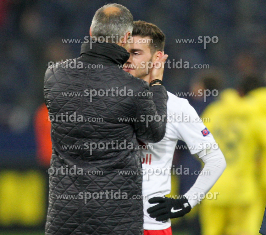 26.02.2015, Red Bull Arena, AUT, UEFA EL, FC Red Bull Salzburg vs Villareal CF, Sechzehntelfinale, Rückspiel, im Bild Andreas Ulmer, (Red Bull Salzburg) und Trainer Adi Hütter, (Red Bull Salzburg) nach dem Spiel// during the UEFA Europa League round of 32, 2nd leg match between FC Red Bull Salzburg and Villareal CF at the Red Bull Arena in Salzburg, Austria on 2015/02/26. EXPA Pictures © 2015, PhotoCredit EXPA/ Roland Hackl