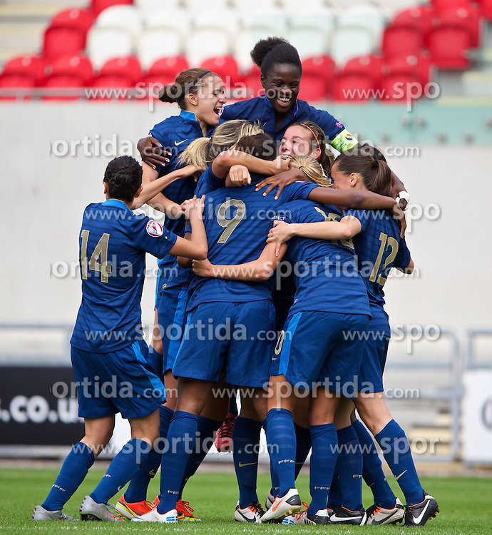 28.08.2013, Parc y Scarlets, Llanelli, ENG, UEFA Damen U19 EM, Deutschland vs Frankreich, im Bild France players celebrate after Kadidiatou Diani [9] scores the second goal against Germany during the UEFA women U 19 championchip group A match between Germany and france at Parc y Scarlets in Llanelli, Great Britain on 2013/08/28. EXPA Pictures &copy; 2013, PhotoCredit: EXPA/ Propagandaphoto/ Alan Seymour<br /> <br /> ***** ATTENTION - OUT OF ENG, GBR, UK *****