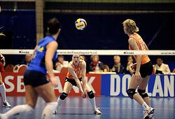 19-04-2008 VOLLEYBAL: AMVJ - DELA MARTINUS: AMSTELVEEN<br /> Martinus wint ook de derde wedstrijd in de best of 7 en is nog een overwinning verwijderd van het landskampioenschap / Alice Blom<br /> &copy;2008-WWW.FOTOHOOGENDOORN.NL