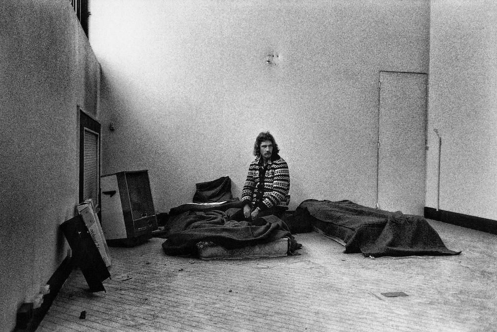 Paris, 1995.<br /> Occupation d'un immeuble vide par le comite des sans logis, rue Gerard.