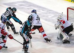 17.02.2019, Keine Sorgen Eisarena, Linz, AUT, EBEL, EHC Liwest Black Wings Linz vs Fehervar AV 19, 47. Runde, im Bild v.l. Michael Davies (EHC Liwest Black Wings Linz) scort das 1 zu 1 gegen Tormann Luka Gracnar (HC TWK Innsbruck Die Haie) // during the Erste Bank Eishockey League 47th round match between EHC Liwest Black Wings Linz and Fehervar AV 19 at the Keine Sorgen Eisarena in Linz, Austria on 2019/02/17. EXPA Pictures © 2019, PhotoCredit: EXPA/ Reinhard Eisenbauer