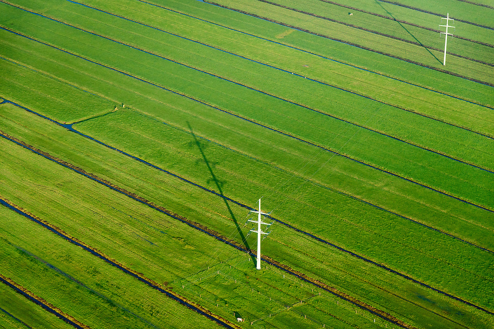 Nederland, Zuid-Holland, Alblasserwaard, 28-10-2014; hoogspanningsmasten in het avondlicht in de Alblassewaard.<br /> Electricity pylons in the evening light in the polder.<br /> luchtfoto (toeslag op standard tarieven); aerial photo (additional fee required); <br /> copyright foto/photo Siebe Swart