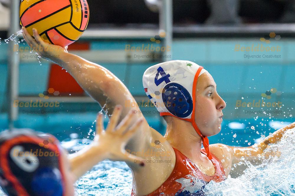 28-05-2016: Waterpolo: ZVL v UZSC: Leiden<br /> <br /> Julia van den Nieuwendijk van ZVL<br /> <br /> Finale Playoffs Dames Eredivisie - Seizoen 2015 / 2016<br /> <br /> Foto: Gertjan Kooij