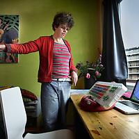 Nederland, Amsterdam , 28 oktober 2010..Thiandi Grooff, gehandicapte studente, waar van men aanvankelijk dacht dat ze ook verstandelijk gehandicapt zou zijn. Niks bleek minder waar.Op haar 14e kwam men er achter dat er verstandelijk niks aan de hand is met Thiandi..Thiandi studeert nu aan de Universiteit en leeft redelijk zelfstandig met de hulp van 7 assistenten in een studentenflat .Foto:Jean-Pierre Jans