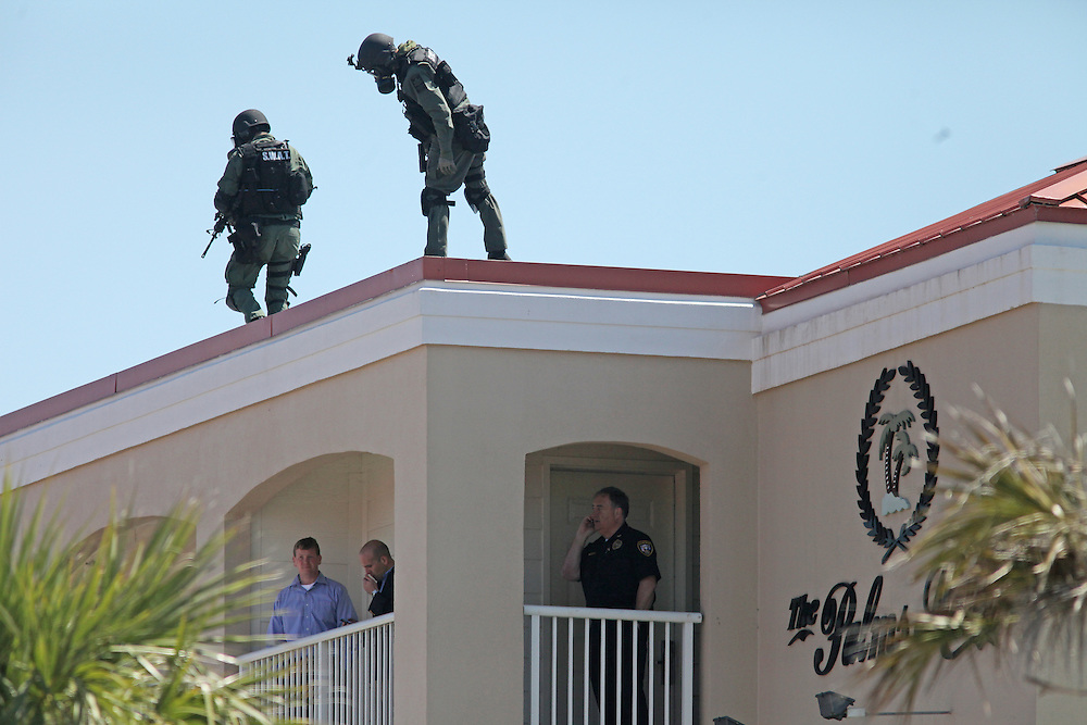 METRO -- Andrew Knapp/STAFF -- April 12, 2012 -- A SWAT team searches the roof of The Palms Hotel in Isle of Palms after a standoff ended Thursday morning when deputies stormed a room and found it empty.