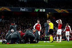 Aaron Ramsey and Matteo Guendouzi of Arsenal look concerned as Danny Welbeck of Arsenal recieves treatment for an injury - Mandatory by-line: Robbie Stephenson/JMP - 08/11/2018 - FOOTBALL - Emirates Stadium - London, England - Arsenal v Sporting Lisbon - UEFA Europa League