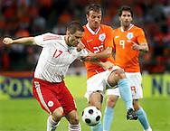 29-05-2008: Voetbal: Nederland-Denemarken: Eindhoven <br /> Martin Retov in duel met Rafael van de Vaart<br /> Foto: Geert van Erven