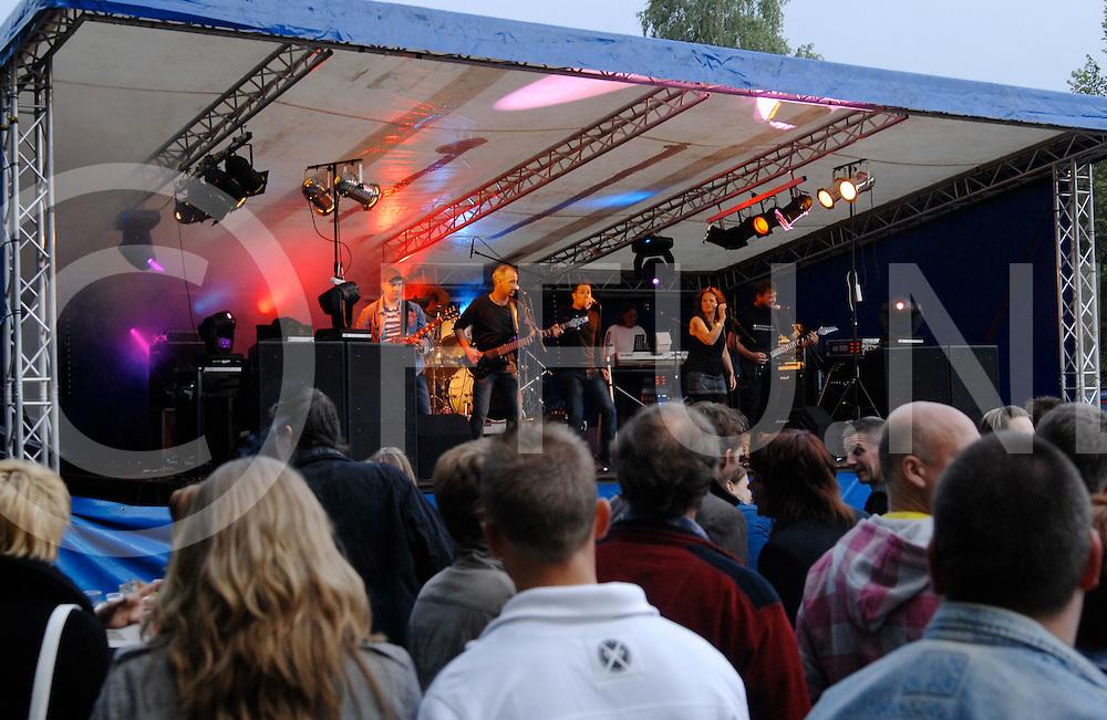 090509 slagharen ned..Slagpop met veel regionale bands. Bij het Kronkelhonk...Foto band All Right...FFU Press Agency©2009 michiel van de velde ..