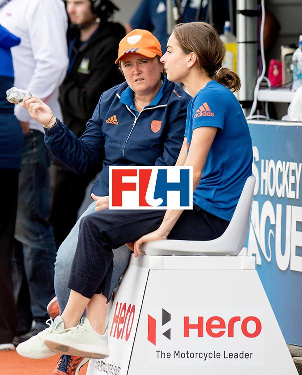 AUCKLAND - Sentinel Hockey World League final women<br /> Match id: 10299<br /> 09 NED v KOR (Pool A)<br /> Foto:  Alyson ANNAN Head Coach and Eva de Goede.<br /> WORLDSPORTPICS COPYRIGHT FRANK UIJLENBROEK