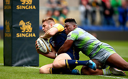 Tom Dodd of Worcester Warriors scores a try - Mandatory by-line: Robbie Stephenson/JMP - 29/07/2017 - RUGBY - Franklin's Gardens - Northampton, England - Worcester Warriors v Newcastle Falcons - Singha Premiership Rugby 7s