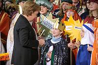 04 JUN 2008, BERLIN/GERMANY:<br /> Angela Merkel, CDU, Bundeskanzlerin, nachdem Sie einem der Heiligen drei Koenige ihre Spende in die Sammeldose gesteckt hat, waehrend dem Empfang der Sternsinger im Bundeskanzleramt<br /> IMAGE: 20080104-01-031<br /> KEYWORDS: Heilige drei Koenige, Heilige drei K&ouml;nige, spendet, Geld, Geldscheine, Kanzleramt