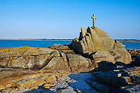 France, Finistère (29), Brignogan Plages, croix en bord de mer // France, Briitany, Finistere, Brignogan Plages, cross near the sea