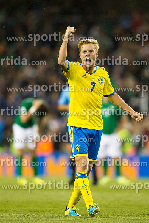 06.09.2013, Aviva Stadium, Dublin, IRL, FIFA WM Qualifikation, Irrland vs Schweden, Rueckspiel, im Bild Sverige 7 Sebastian Larsson celebrates Sverige Sweden 2-1 victory over Ireland celebration, firande, jubel, gl&auml;dje // during the FIFA World Cup Qualifier second leg Match between Ireland and Sweden at the Aviva stadium, Dublin, Ireland on 2013/09/06. EXPA Pictures &copy; 2013, PhotoCredit: EXPA/ PicAgency Skycam/ Michael Campanella<br /> <br /> ***** ATTENTION - OUT OF SWE *****