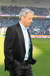 08.03.2014, Eintrachtstadion, Moenchengladbach, GER, 1. FBL, Borussia Moenchengladbach vs FC Augsburg, 24. Runde, im Bild Trainer Lucien Favre (Borussia Moenchengladbach) mit gesenktem Blick, Enttaeuschung, Pech, Trauer, negativ // during the German Bundesliga 24th round match between Borussia Moenchengladbach and FC Augsburg at the Eintrachtstadion in Moenchengladbach, Germany on 2014/03/08. EXPA Pictures © 2014, PhotoCredit: EXPA/ Eibner-Pressefoto/ Schueler<br /> <br /> *****ATTENTION - OUT of GER*****